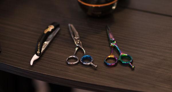barbers cut throat razor and scissors